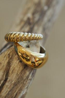 Arc ring gold