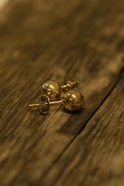 Globe 8mm earring gold