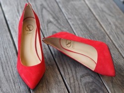 Suede ante red