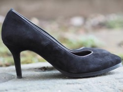 Vitello nero pumps
