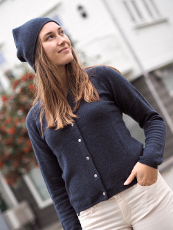 Cardigan is d.navy melange